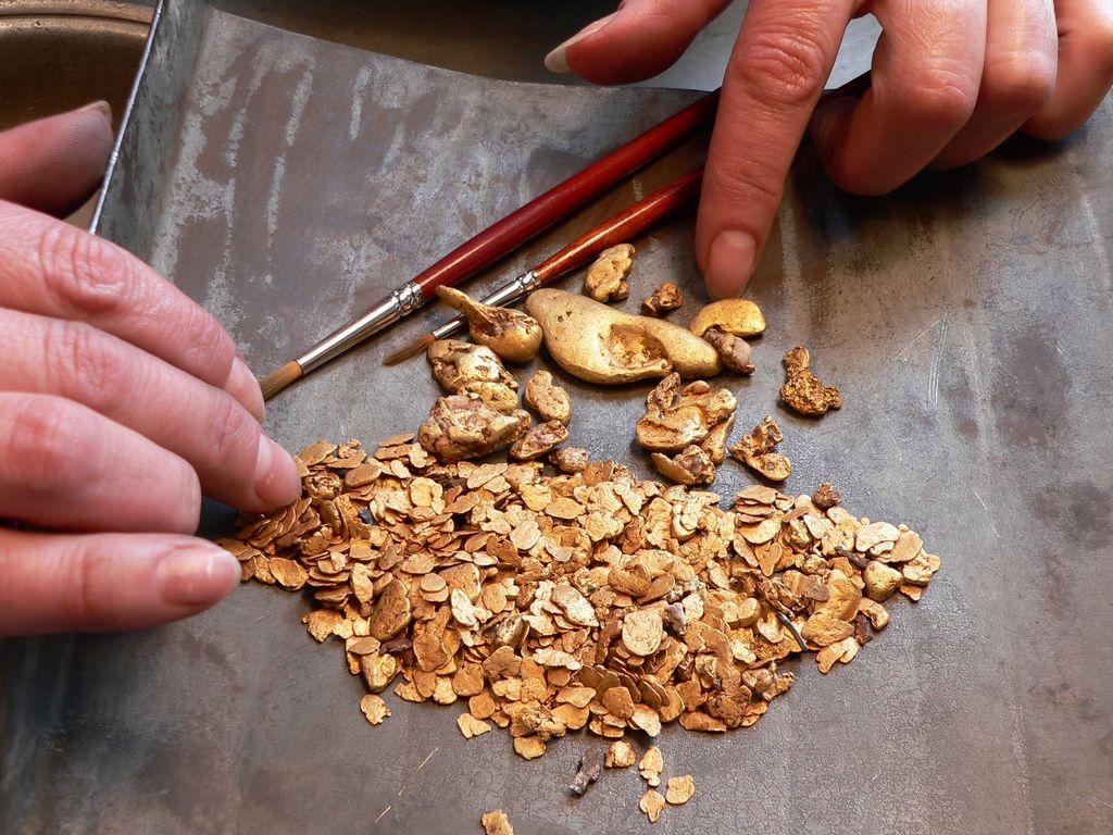 Добытое с рудника золото
