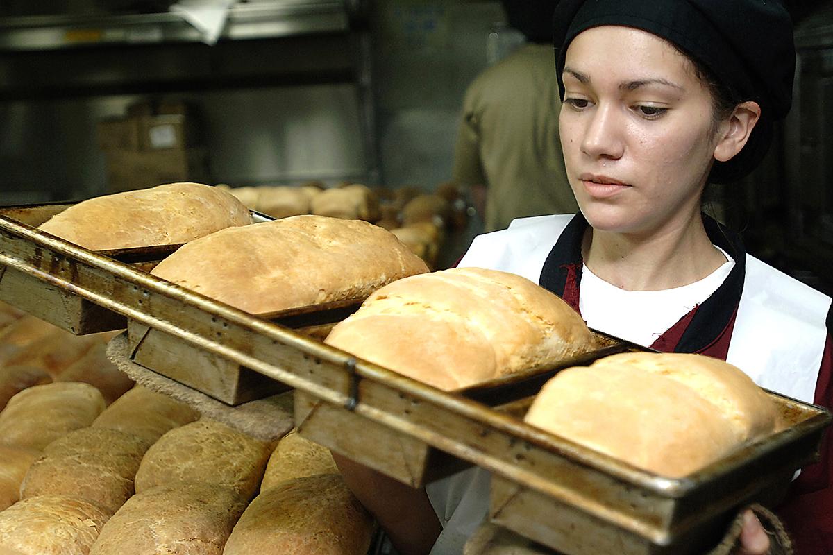 Персонал хлебопекарни